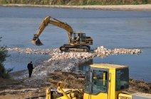 Prace nad wzmocnieniem prawego brzegu Wisły